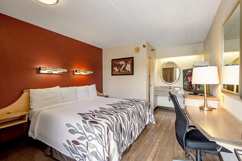 Red Roof Inn Utica Standard King Room Image Details