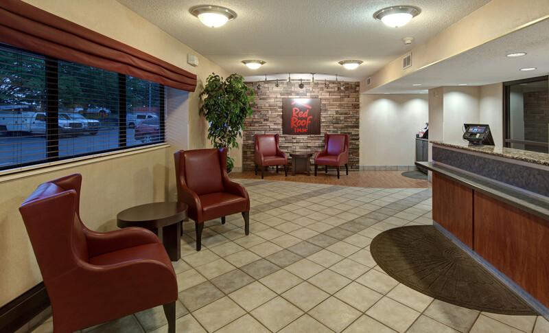 Red Roof Inn Detroit-Rochester Hills/Auburn Hills Front Desk