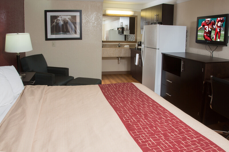 Red Roof Inn Ardmore King Suite Room Image Details