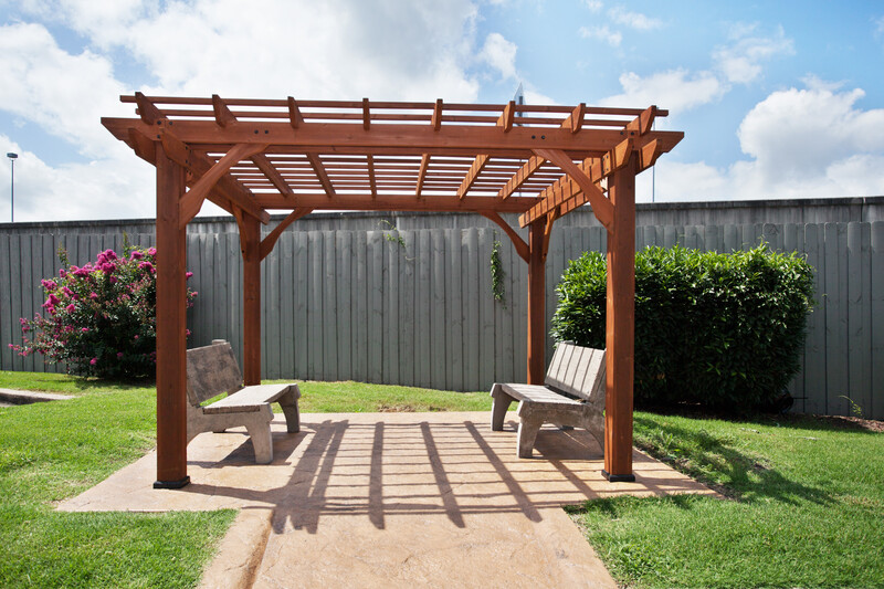 Red Roof PLUS+ Nashville Fairgrounds Outdoor Sitting Area Image