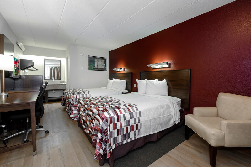 Red Roof Inn Aberdeen Deluxe Double Room Image