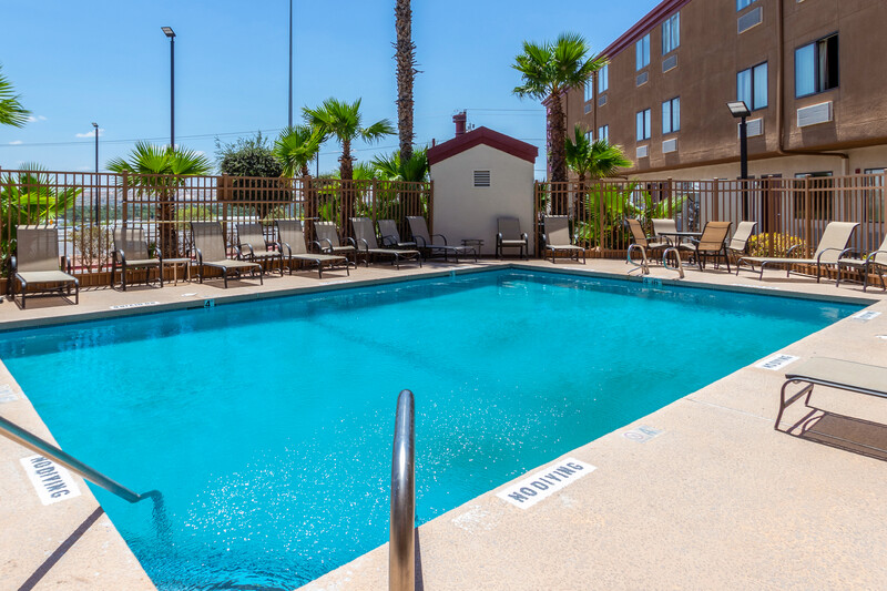 Red Roof Inn El Paso West Pool Image
