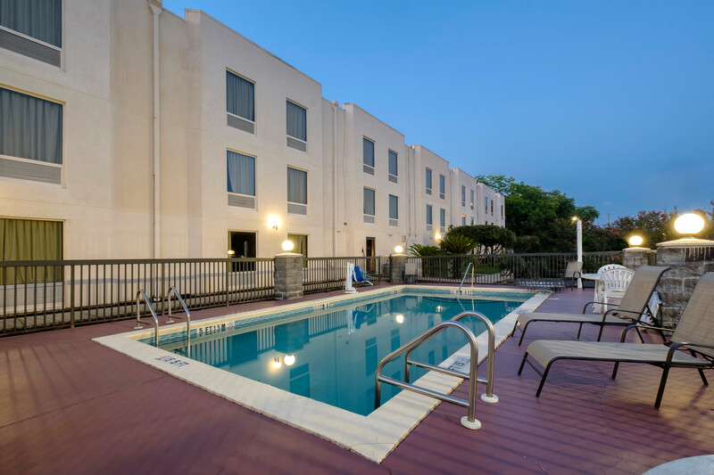 Red Roof Inn Pensacola Fairgrounds Outdoor Swimming Pool