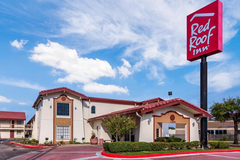 Red Roof Inn Houston East - I-10 Exterior Property Image