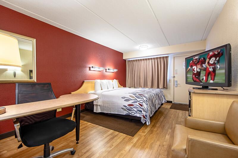 Red Roof Inn Virginia Beach Single King Bed Room Image