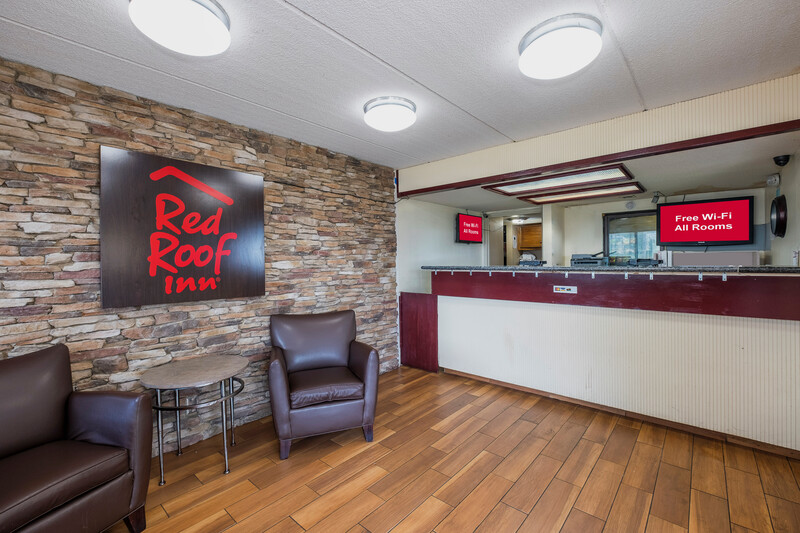 Red Roof Inn Jackson Downtown - Fairgrounds Front Desk and Lobby
