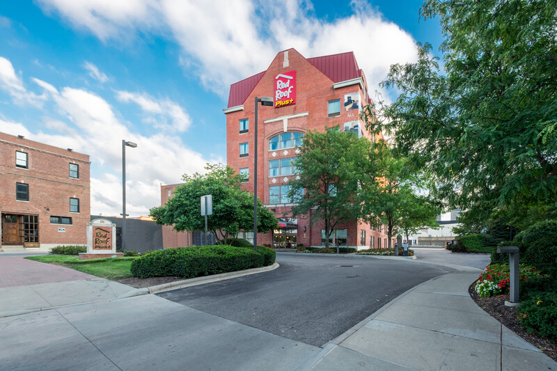 Red Roof PLUS+ Columbus Downtown – Convention Center Property Exterior
