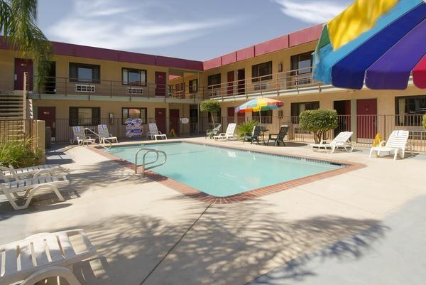 Red Roof Inn Bakersfield Pool