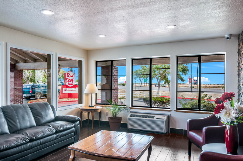 Red Roof Inn Palmdale - Lancaster Lobby Sitting Area Image