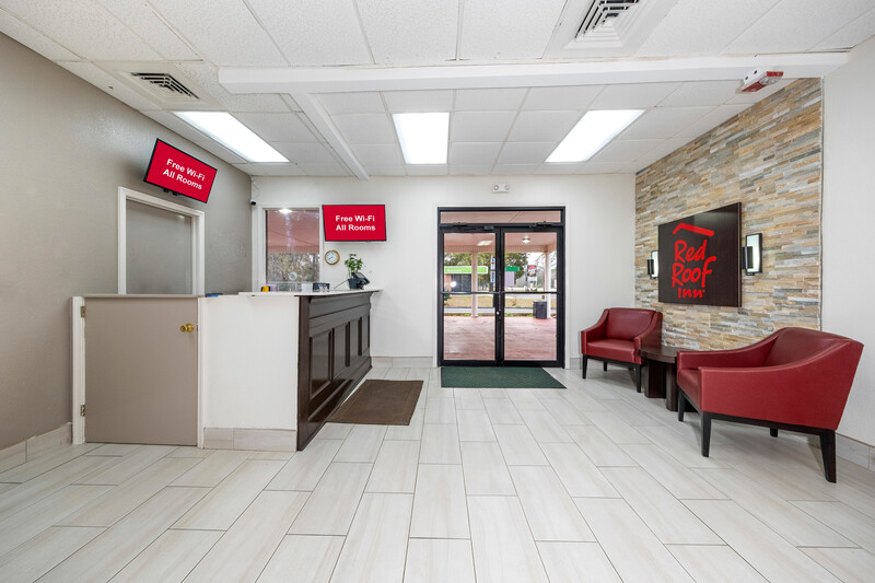 Red Roof Inn Bay Minette Front Desk and Lobby Image