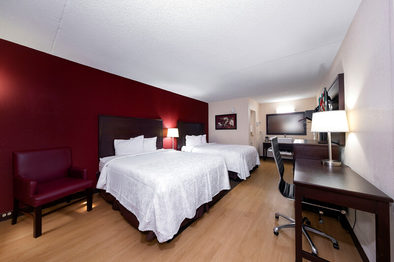 Red Roof PLUS+ Huntsville - Madison Double Bed Room