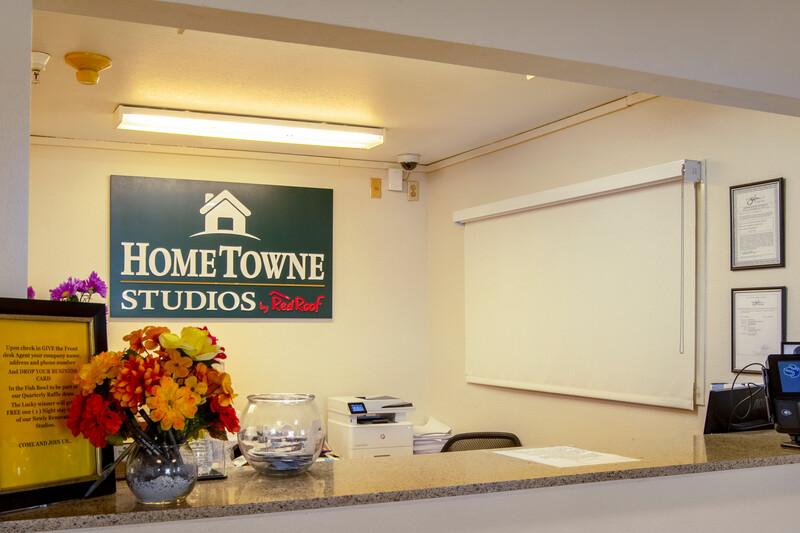HomeTowne Studios Salem, OR Front Desk