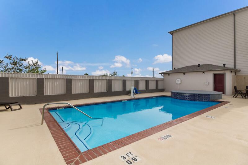 Red Roof Inn Galveston - Beachfront Outdoor Swimming Pool