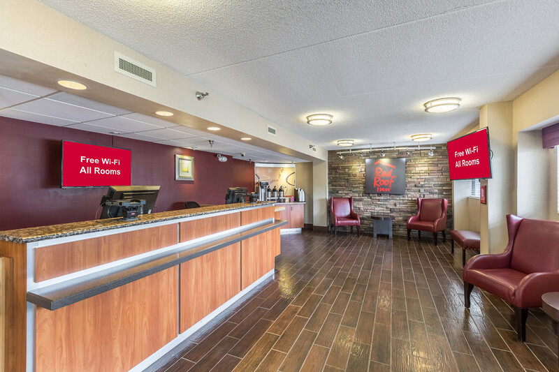 Red Roof Inn Minneapolis - Plymouth Front Desk and Lobby Image