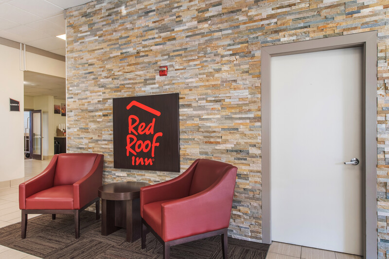 Red Roof Inn Seattle Airport - SEATAC Lobby Sitting Area Image