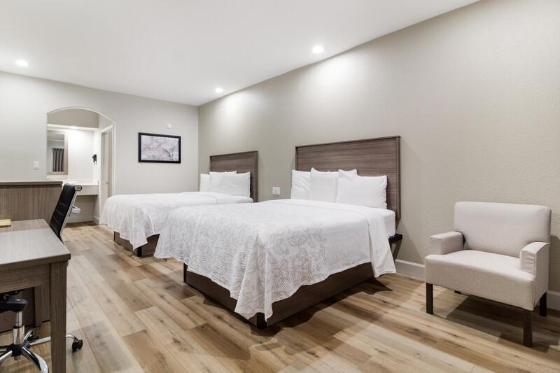 Red Roof Inn Galveston - Beachfront Deluxe Double Room Image
