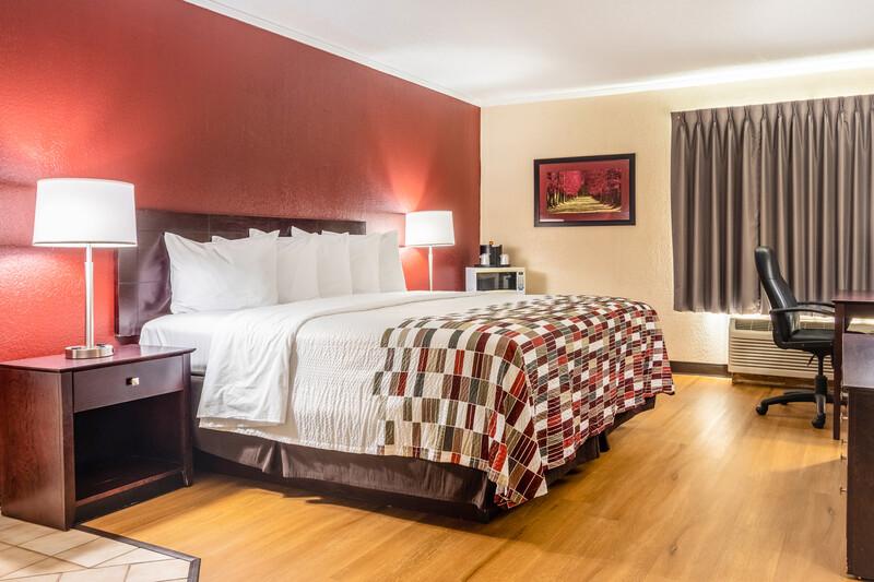Red Roof Inn Ashtabula - Austinburg Single King Bed Image