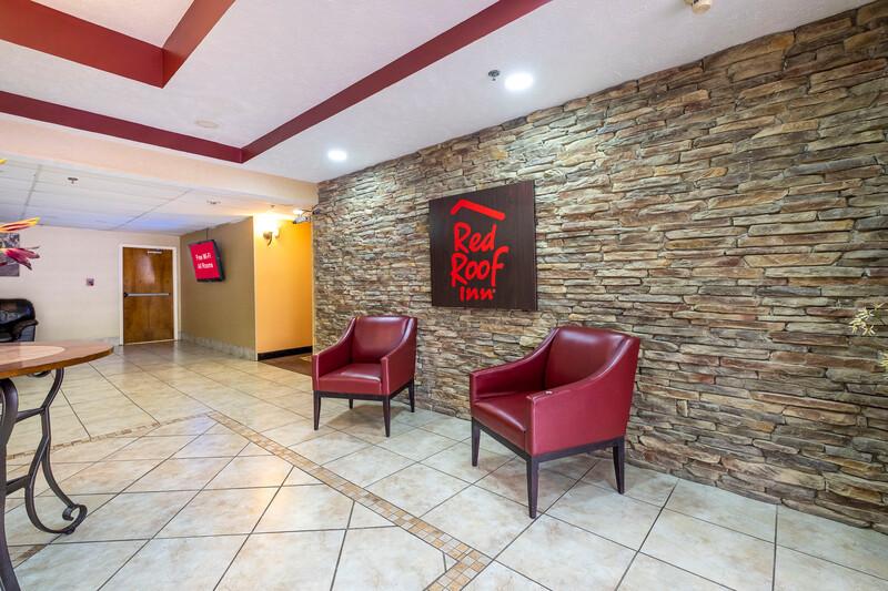 Red Roof Inn & Suites Jackson - Brandon Lobby Sitting Area Image