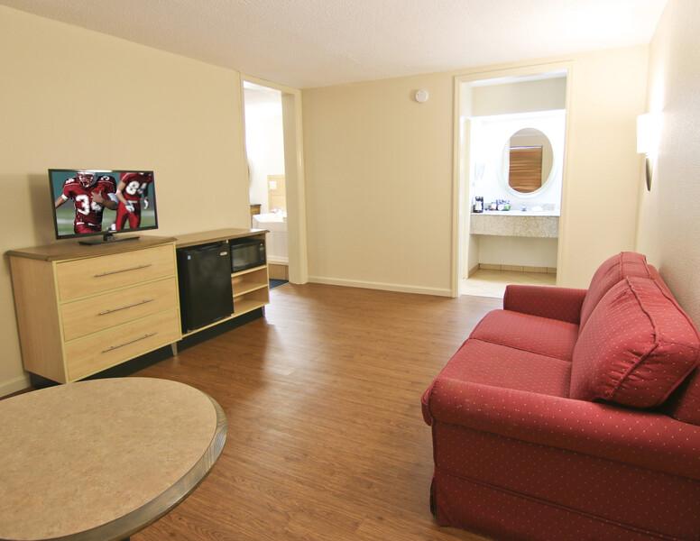 Red Roof Inn Somerset Suite King Room Image Details