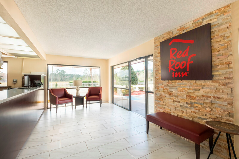 Red Roof Inn MacClenny Front Desk and Lobby Area Image