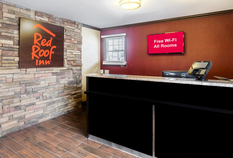 Red Roof Inn Hershey Front Desk and Lobby Area Image