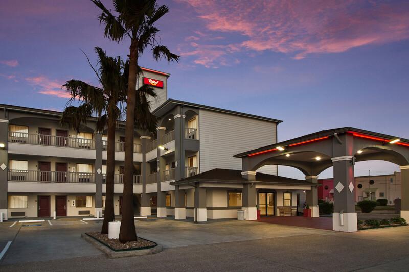 Red Roof Inn Galveston - Beachfront Property Exterior Image