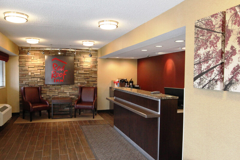 Red Roof Inn Albany Airport Front Desk and Lobby Image