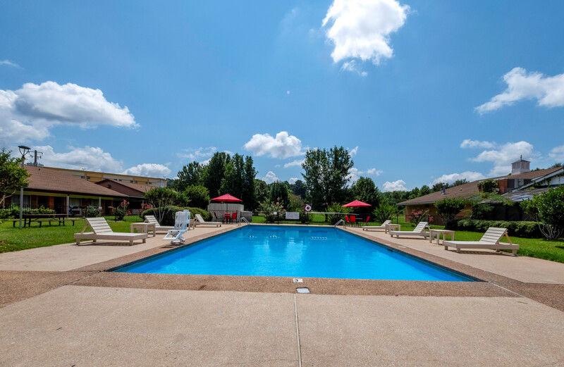 Red Roof Inn Meridian Outdoor Swimming Pool Image Details