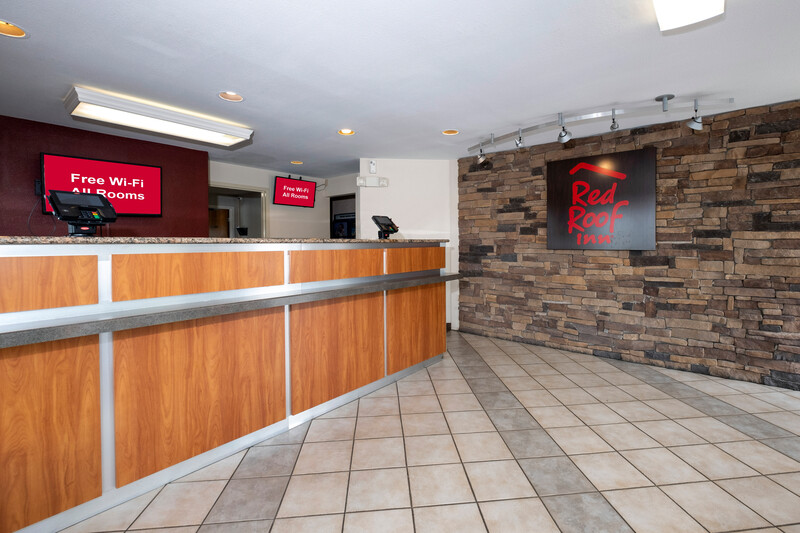 Red Roof Inn Winchester, VA Front Desk and Lobby Area Image
