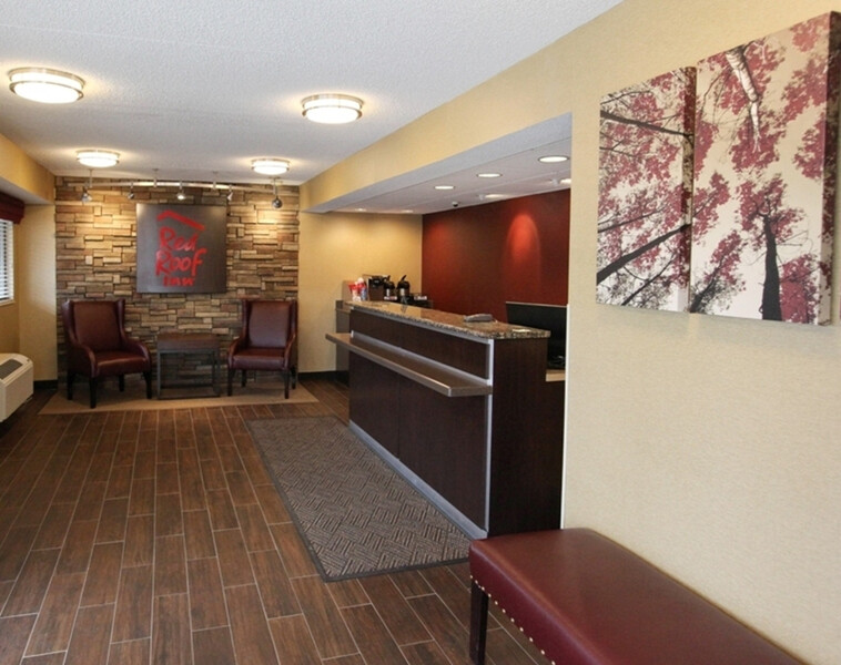 Red Roof Inn Allentown Airport Front Desk and Lobby