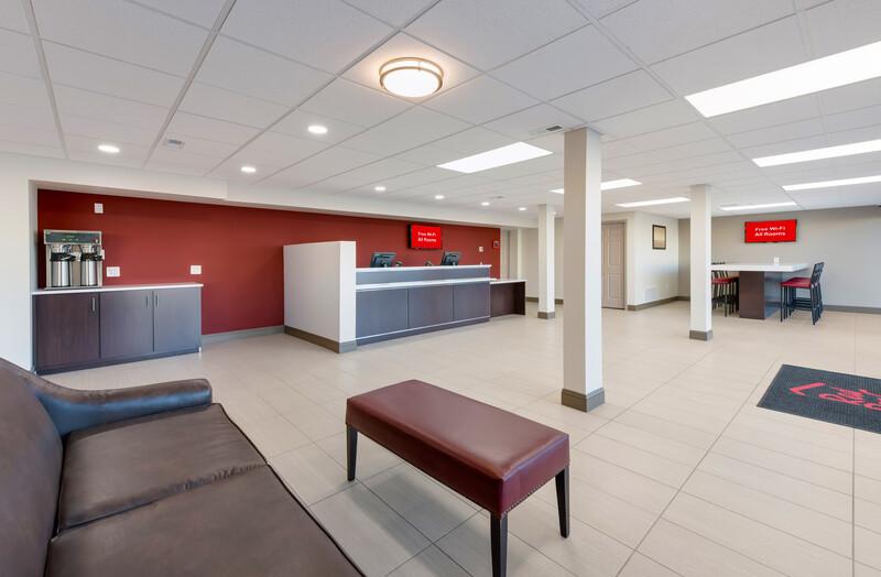 Red Roof Inn Dayton - Moraine/U of Dayton Front Desk and Lobby Image