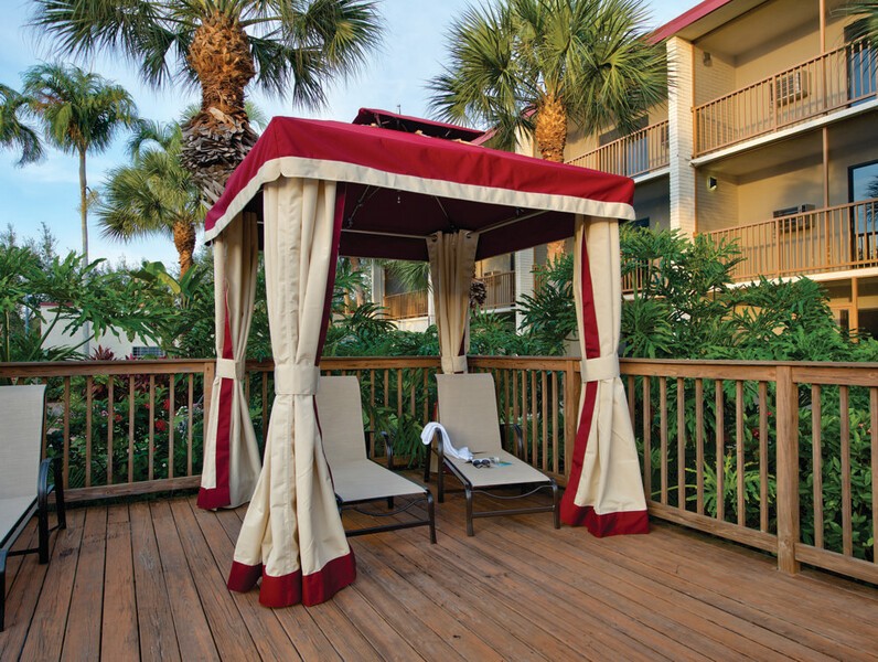 Red Roof PLUS+ & Suites Naples Downtown-5th Ave S - Gazebo (1)