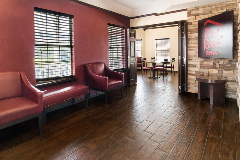 Red Roof Inn Waco Lobby Sitting Area Image