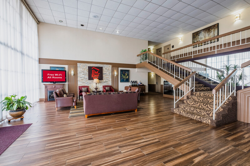 Red Roof Inn Meridian Lobby and Sitting Area Image