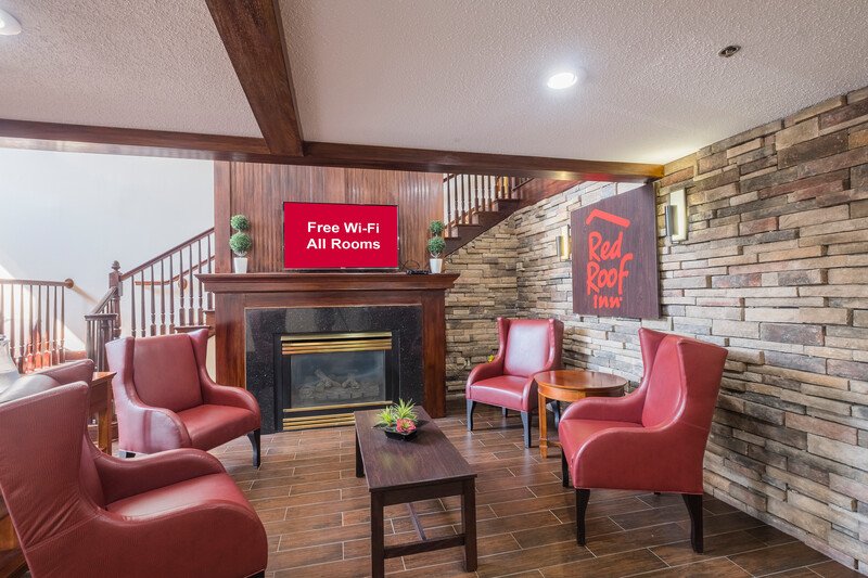 Red Roof Inn & Suites Stafford Lobby Sitting Area Image