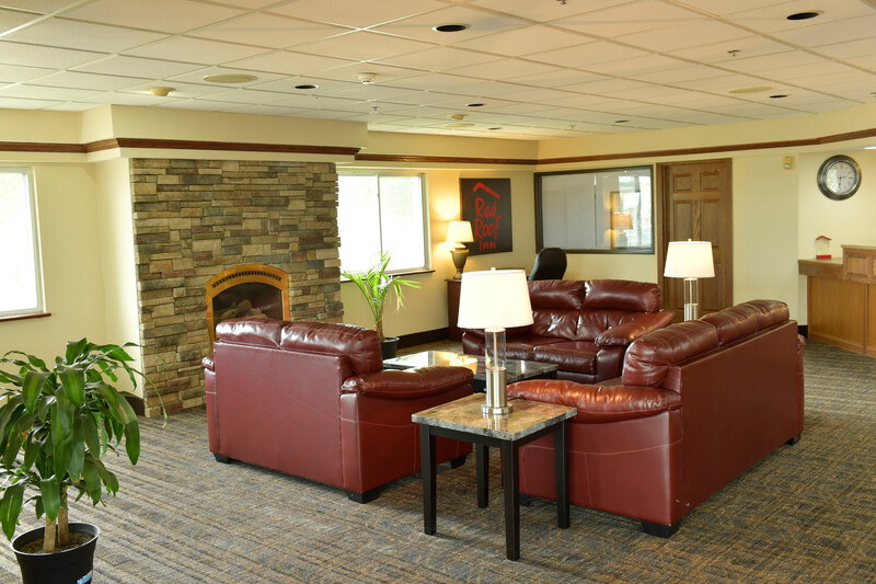 Red Roof Inn & Suites Lincoln Lobby Sitting Area Image Details