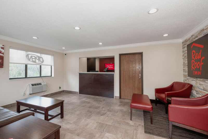 Red Roof Inn Bristol Front Desk and Lobby Area Image