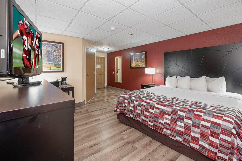 Red Roof Inn & Suites Macon Single King Bed Room Image