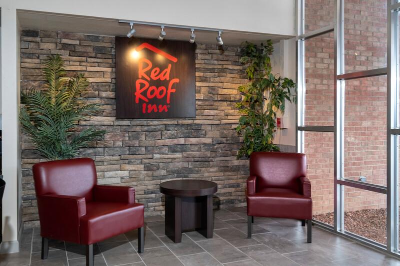 Red Roof Inn Marion, VA Lobby Sitting Area Image