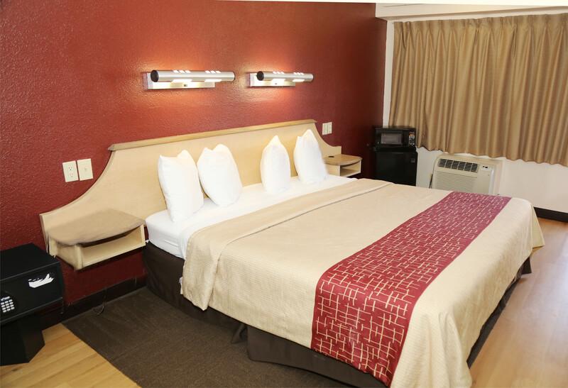 Red Roof Inn Enfield Single King Room Image
