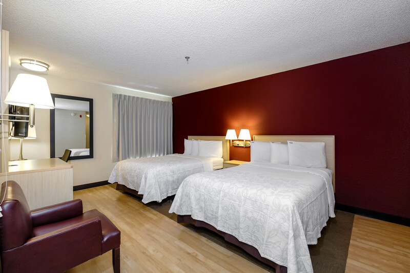 Red Roof PLUS+ Gainesville Deluxe Double Room Image