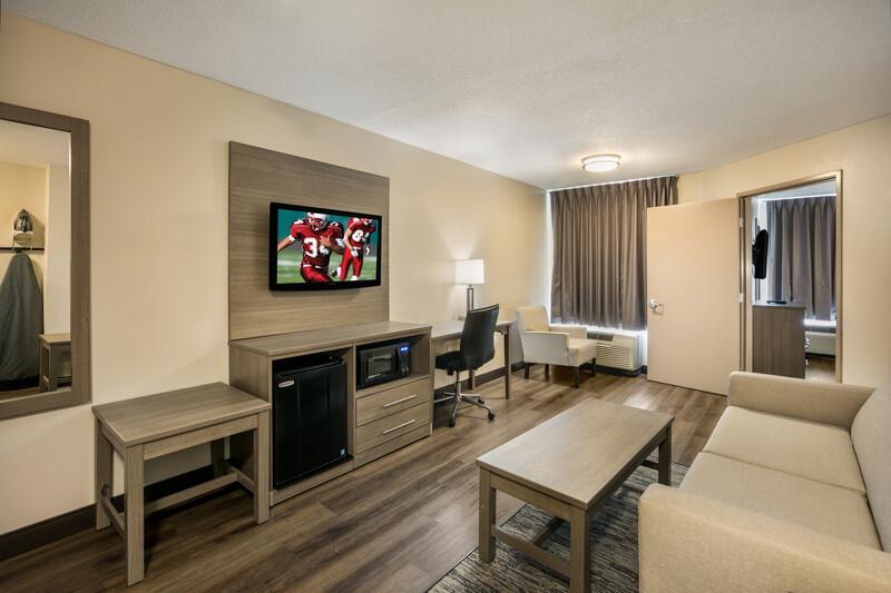 Red Roof PLUS+ Boston - Logan Suite Room Amenities Image