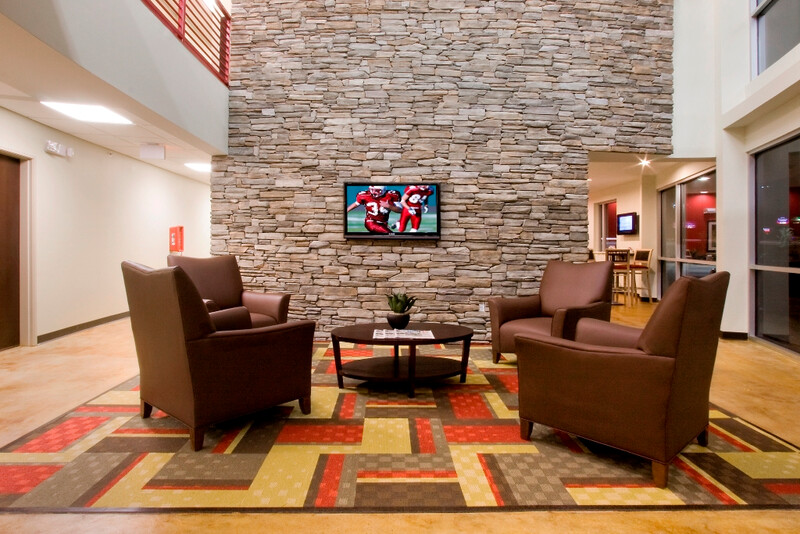 Red Roof Inn & Suites Beaumont Lobby Image
