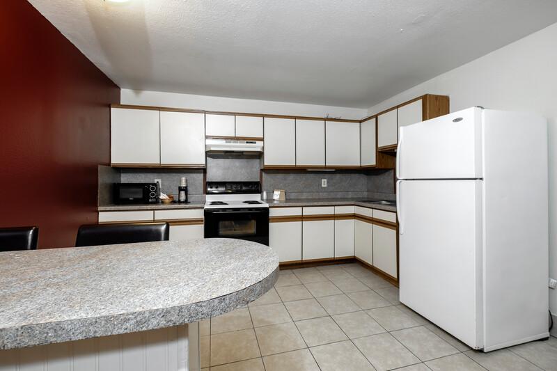 Red Roof PLUS+ Hammond Suite Kitchen Room Image