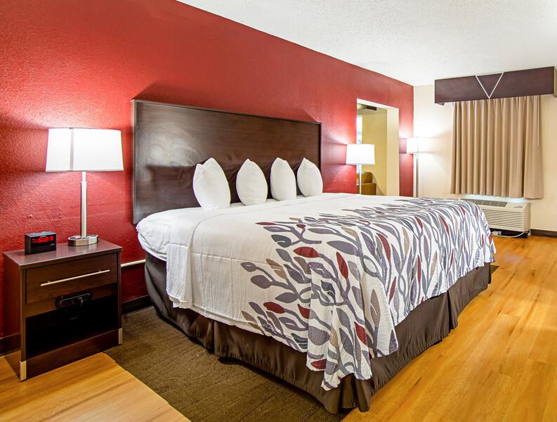 Red Roof Inn & Suites Greenwood, SC Superior King Room Image