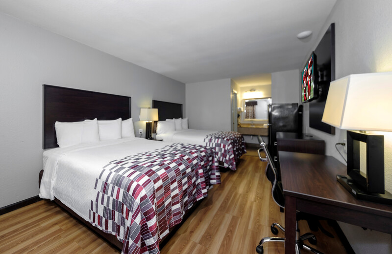 Red Roof Inn Arlington Deluxe Double Room Image