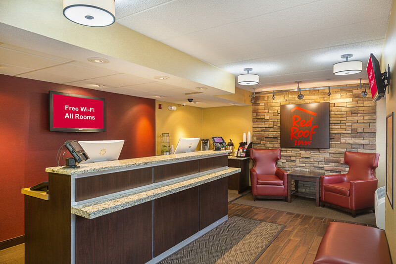 Red Roof Inn Lansing West - MSU Front Desk and Lobby