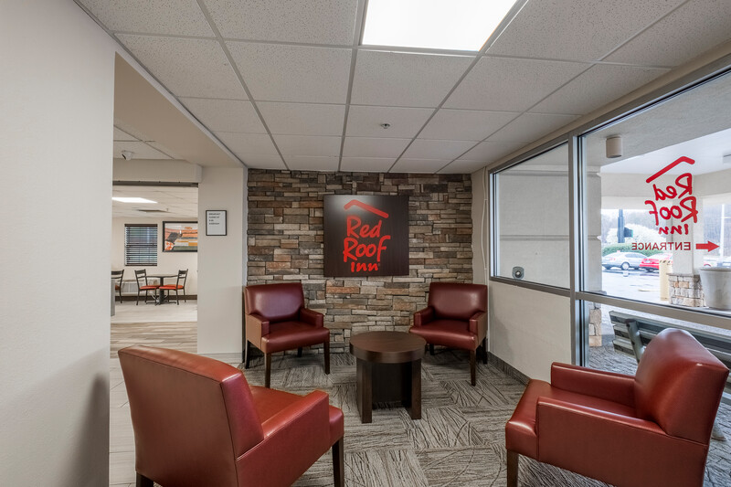 Red Roof Inn Knoxville Central - Papermill Road Lobby Sitting Area