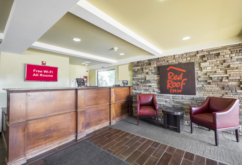 Red Roof Inn Columbus Northeast - Westerville Front Desk and Lobby
