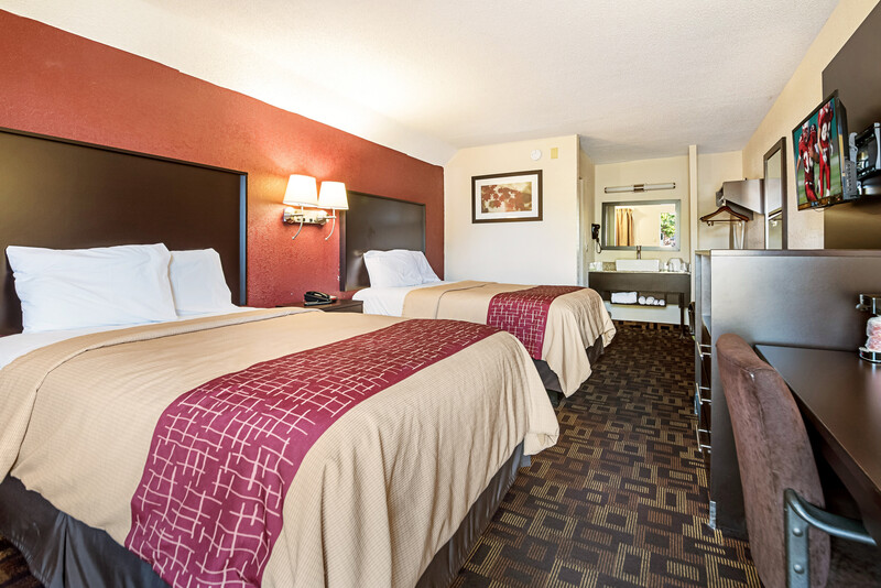 Red Roof Inn Anderson, IN Deluxe Double Room Image